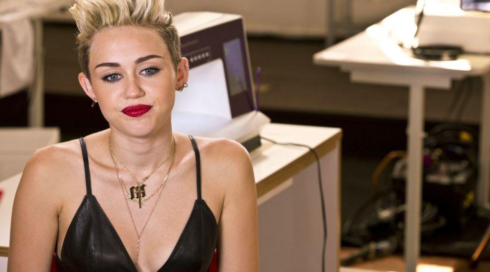 Gestul cântăreței Miley Cyrus a indus în eroare fanii