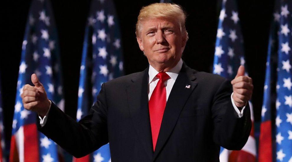 Steaua lui Donald Trump de pe Walk of Fame a fost vandalizată! Momentul a fost surprins de un trecător