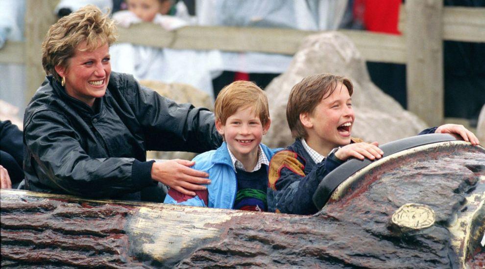 Fețele bucuriei. Cum s-au distrat William și Harry când prințesa Diana i-a dus într-un parc de distracții