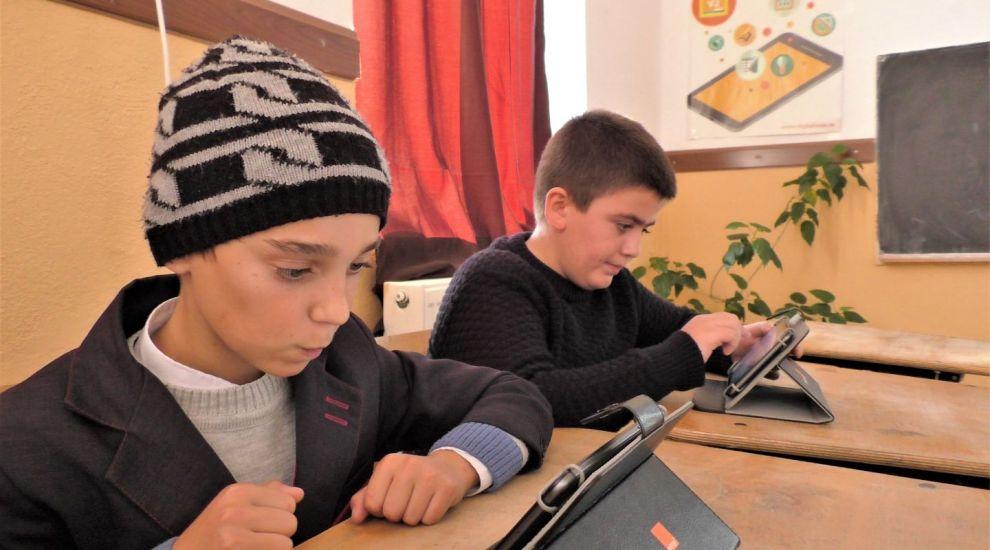 Cum învață copiii de la țară că tableta și calculatorul nu sunt doar pentru jocuri