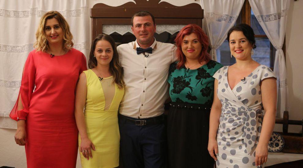VIDEO Ferma lui Vasile s-a umplut de fete: patru ale lui, două ale fratelui