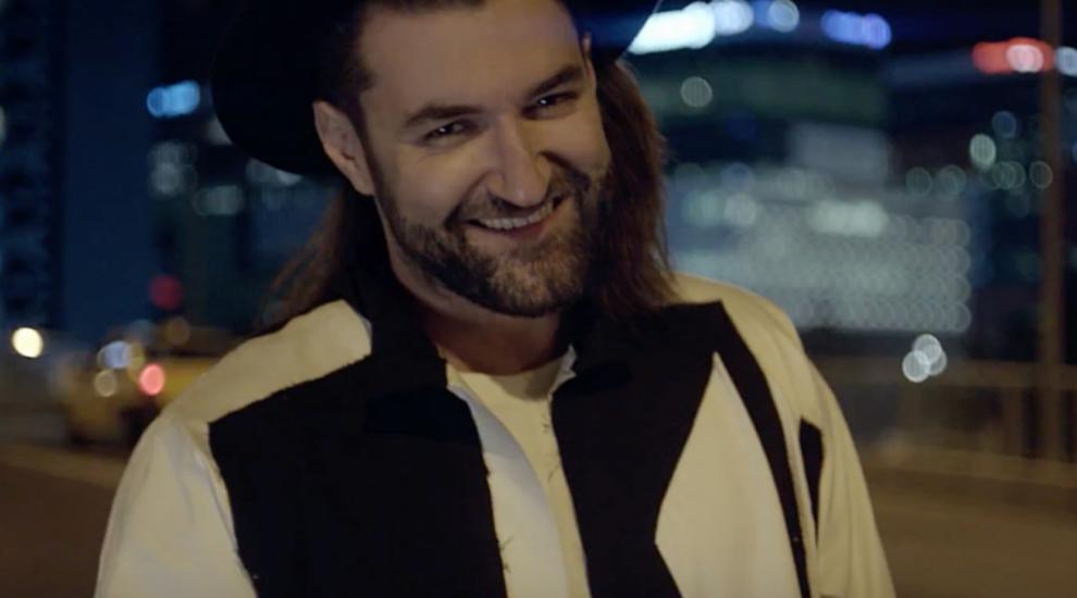 """VIDEO Smiley a lansat videoclipul piesei """"Aprinde scanteia"""", o marturie personala despre viata si libertatea de a fi"""
