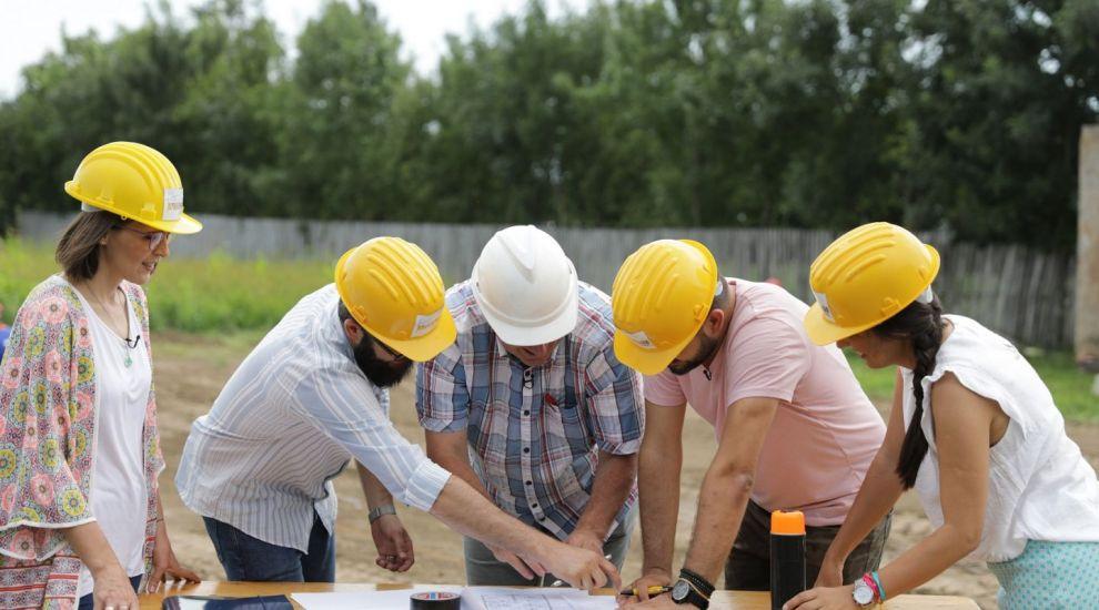 Echipa Visuri la cheie construiește o casă de la zero pentru o bunică și o nepoată cu o poveste tragică de viață!