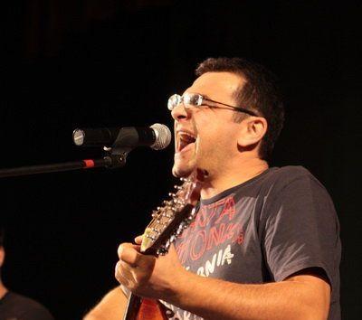 """Mihai Margineanu lansează albumul """"Fum de tavernă"""" în cadrul unui concert la Sala Palatului"""