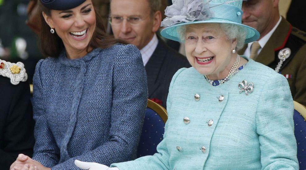 Ce mănâncă Regina și restul familiei regale la masa de Crăciun. Meniul complet