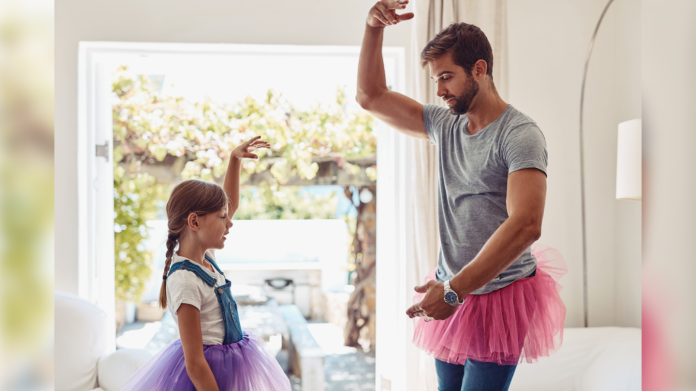"""Luni, la """"Vorbeşte lumea"""", aflăm cât de important e ca părinţii să se joace cu cei mici"""