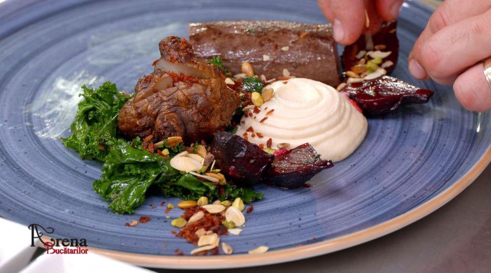 ARENA BUCĂTARILOR: Mușchiuleț de căprior cu piure de păstârnac, topinambur și varză Kale