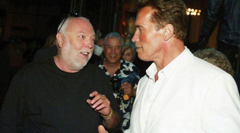 Producătorul filmelor Rambo și Terminator a murit la vârsta de 74 de ani. Mesajul lui Arnold