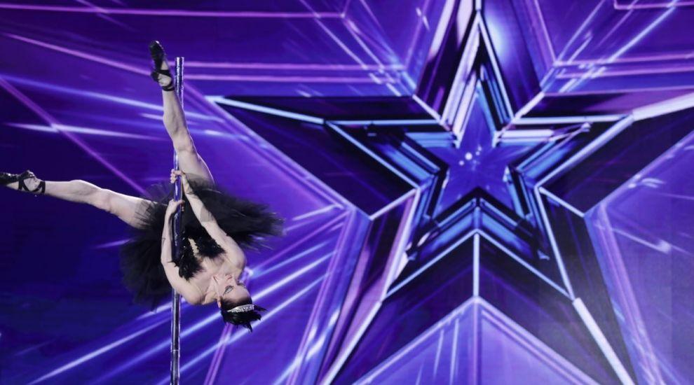 Românii au talent, sezonul 9: Povestea de film a Elenei Gibson, balerina care a dansat la bară senzațional!