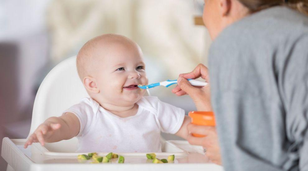 VIDEO Cum deslușim limbajul bebelușilor la masă