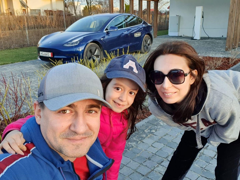 George Buhnici are cel mai nou model Tesla:  Doar nu credeați ca am cumpărat-o de la noi