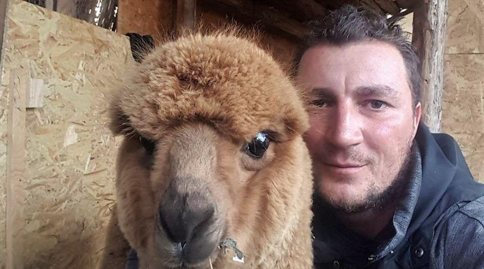 """Polițistul Marian Godină, despre animalul său de companie neobișnuit: """"Mă bucură prezența lui Pablo"""""""