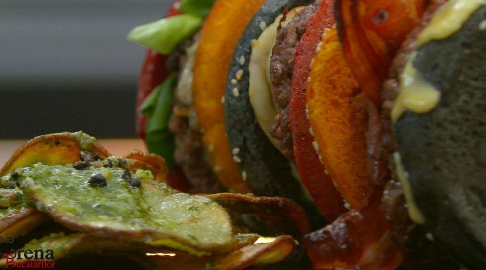ARENA BUCĂTARILOR: Platou cu burgeri multicolori și cartofi cu pesto