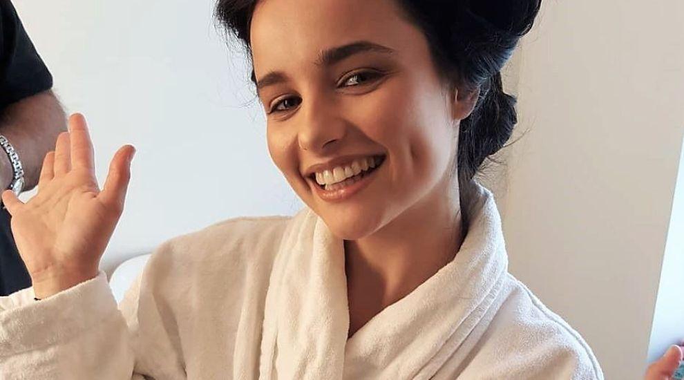 Cine e actrița din România care joacă în cel mai longeviv serial din Marea Britanie