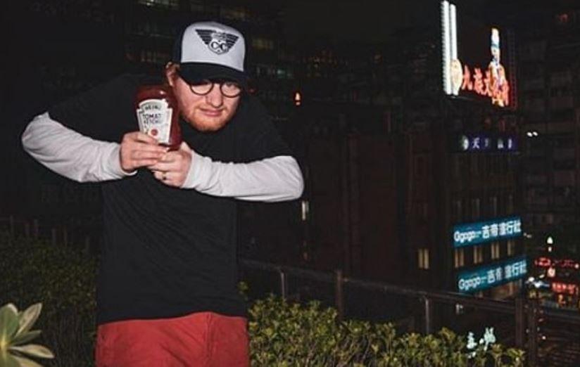Ed Sheeran a insistat să joace într-o reclamă la ketchup. Ideea sa trăsnită i-a adus 300.000 de lire sterline