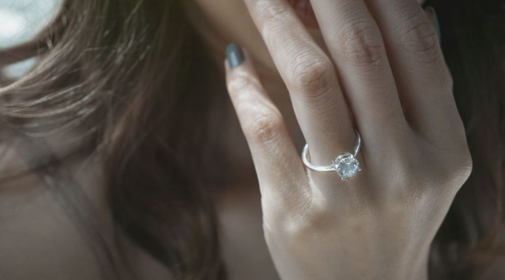 (P) Inelul de logodnă de aur alb cu diamant – perfect pentru aleasa inimii tale