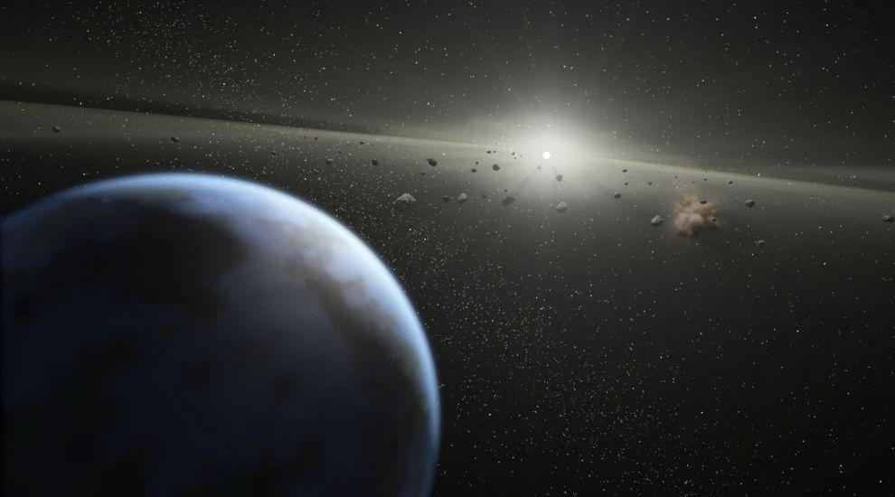 YODA.RO: Un asteroid de trei ori mai mare ca un teren de fotbal se apropie de Pământ