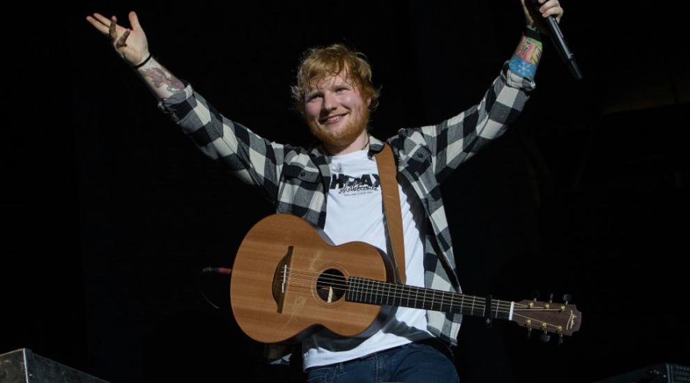 Ed Sheeran, surprins la un meci de fotbal din Anglia. Cărei echipe i-a făcut galerie
