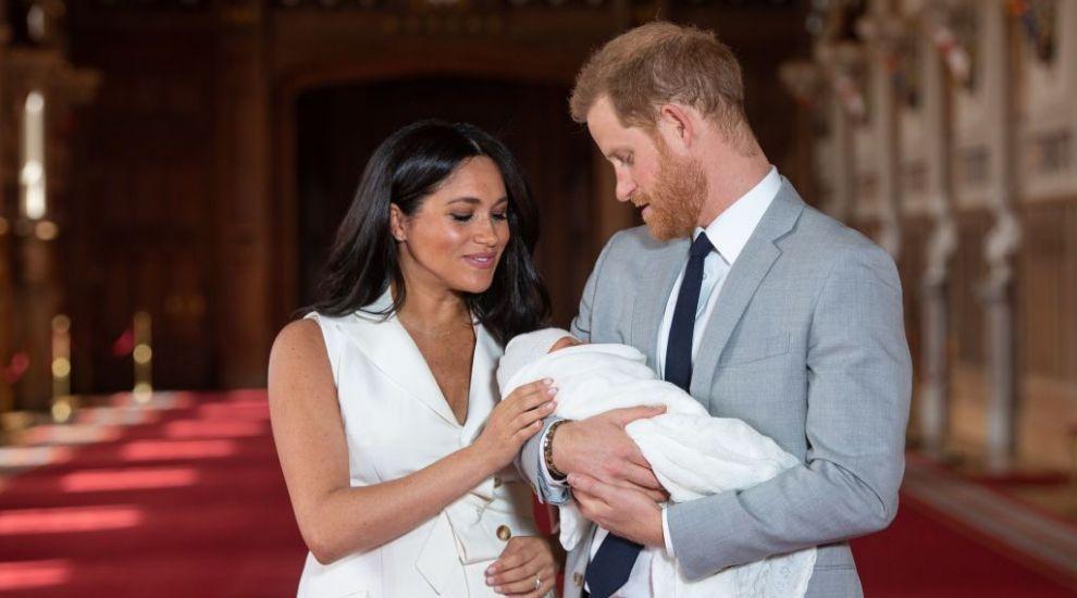 Micul Archie e deja la a treia bona la numai trei luni. Ce i-a nemulțumit pe Meghan și pe Harry la celelalte angajate