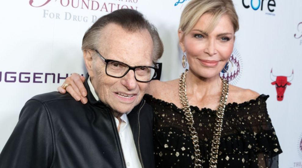 Larry King divorțează a opta oară. Soția lui a aflat din presă că starul nu o mai vrea