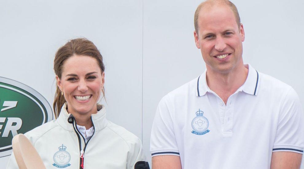 William și Kate au călătorit cu un avion de linie. Cum au reacționat ceilalți pasageri