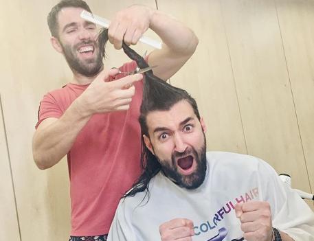 Smiley, la frizer. Cum a apărut artistul pe Instagram după ce a fost la tuns