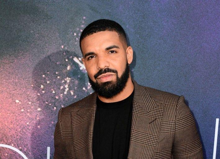 Cum arată spectaculoasa casă a lui Drake, din Toronto! Are propriul teren de baschet și piscină interioară