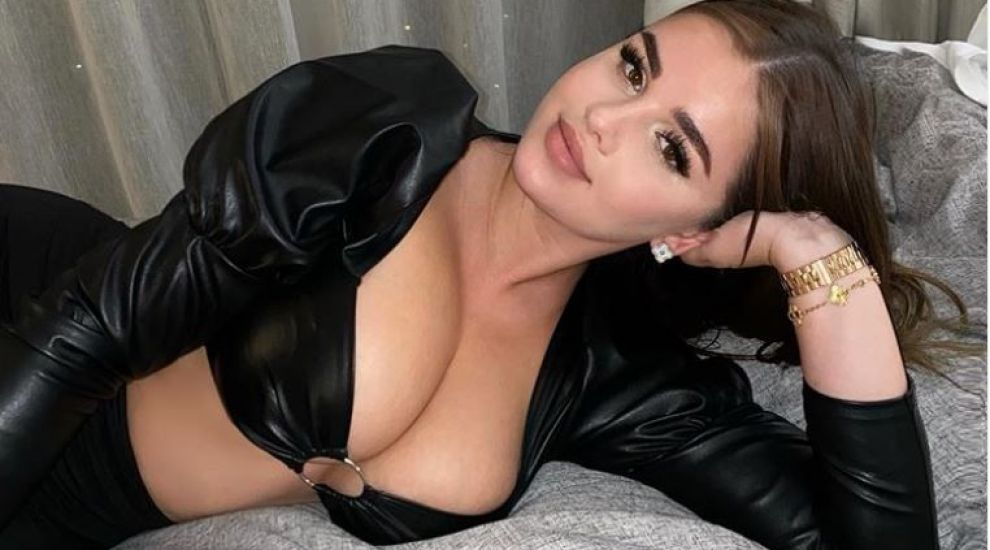 Anastasia Kvitko, apariție incendiară pe Instagram. Rusoaica s-a pozat într-un costum de baie foarte decupat