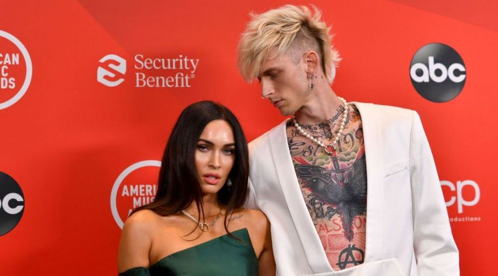 Machine Gun Kelly poartă mereu cu el o picătură din sângele iubitei Megan Fox dintr-un motiv bizar