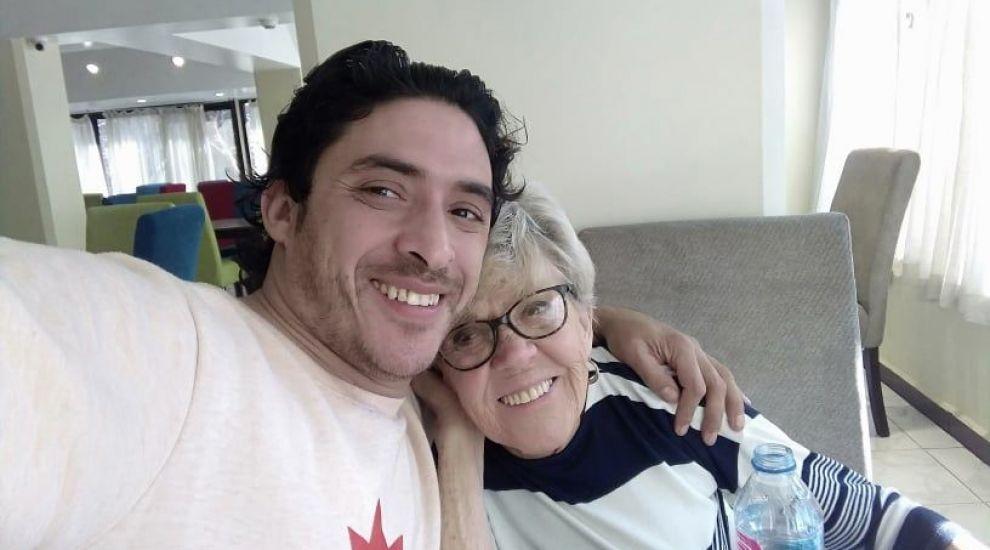 Ea are 81 de ani, el 36, dar se iubesc! Ce îi leagă pe cei doi soți, care sunt despărțiți de o diferență de 45 de ani?