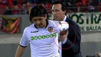 VIDEO Scandal incredibil la Valencia! Un jucator si-a bruscat antrenorul pentru ca a fost schimbat!