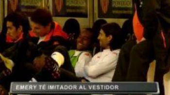 VIDEODemential! Antrenorul Valenciei, imitat de jucatorii de pe banca de rezerve!