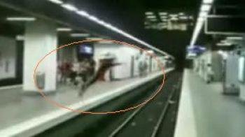VIDEO! Parkour peste sinele de metrou! Cum a reusit sa sfideze moartea