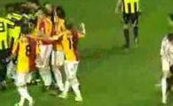 Turcii s-au batut ca nebunii! Vezi bataia de la Galatasaray 0 - 0 Fenerbahce!
