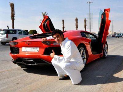 FOTO FABULOS!!! Un student arab are SUPER masini de 12 mil. dolari in garaj! Nici la Top Gear nu vezi asa ceva!