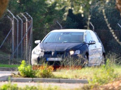 FOTO SPION ! Povestea merge mai departe ... iata primele poze cu Volkswagen Golf 7 !