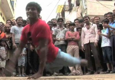 VIDEO INCREDIBIL! S-a nascut fara picioare, dar DANSEAZA de rupe! Indianul care a UIMIT toata planeta!