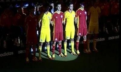 FOTO: Romania se intoarce la galben! Nationala si-a prezentat noul echipament pentru preliminariile CM 2014!