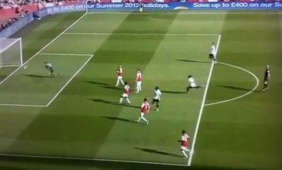 """Asa ceva NU SE POATE! Arbitrul a SARIT de bucurie la un gol din Premier League! Fanii au innebunit: """"Ce face, ma, asta?"""" VIDEO"""
