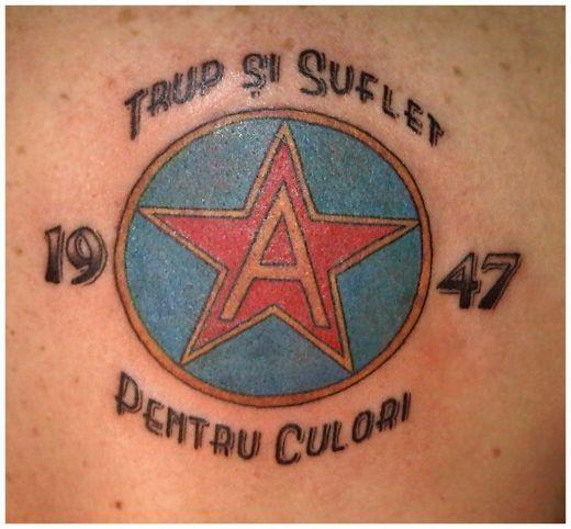 Tatuaje      - Pagina 2 Cel-mai-curajos-fan-din-liga-i-si-a-tatuat-sigla-rapidului-pe-tot-spatele-super-foto_16