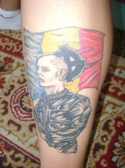 Tatuaje      - Pagina 2 Cel-mai-curajos-fan-din-liga-i-si-a-tatuat-sigla-rapidului-pe-tot-spatele-super-foto_3
