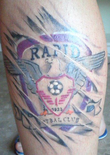 Tatuaje      - Pagina 2 Cel-mai-curajos-fan-din-liga-i-si-a-tatuat-sigla-rapidului-pe-tot-spatele-super-foto_8