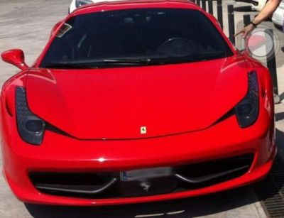 SUPER FOTO! Superstarul care a lasat masca vestiarul Barcei! Cum a condus gratis un Ferrari de 200.000 de euro: