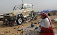 VIDEO:De ce isi pietruiesc arabii masinile vara? O explicatie surprinzatoare si singura cat de cat probabila!