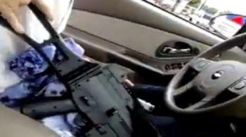 VIDEO: Youtube si Facebookau devenitlocurile de joaca ale criminalilor! Uite ce face idiotul asta cu mitraliera prin oras!