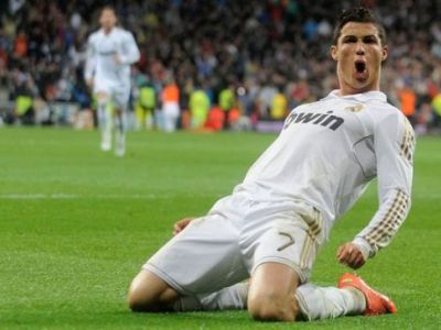Ce-i mai place in vacanta! Cristiano Ronaldo face senzatie pe Facebook! Vezi poza care a strans 100.000 de LIKE-uri cat ai zice P-E-S-T-E: