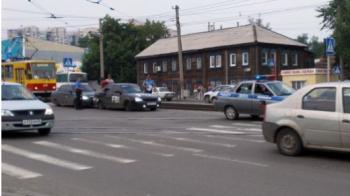 Cocalarul suprem si politia in actiune: Si-a scris cu pensula pe masina si s-a trezit urmarit de ofiteri :)) Ce i s-a intamplat cand a fost prins de politisti: