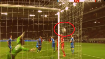 INCREDIBIL! Gol FANTOMA in Bundesliga! Mingea a intrat prin plasa in poarta, arbitrul a validat reusita! Vezi faza istorica: