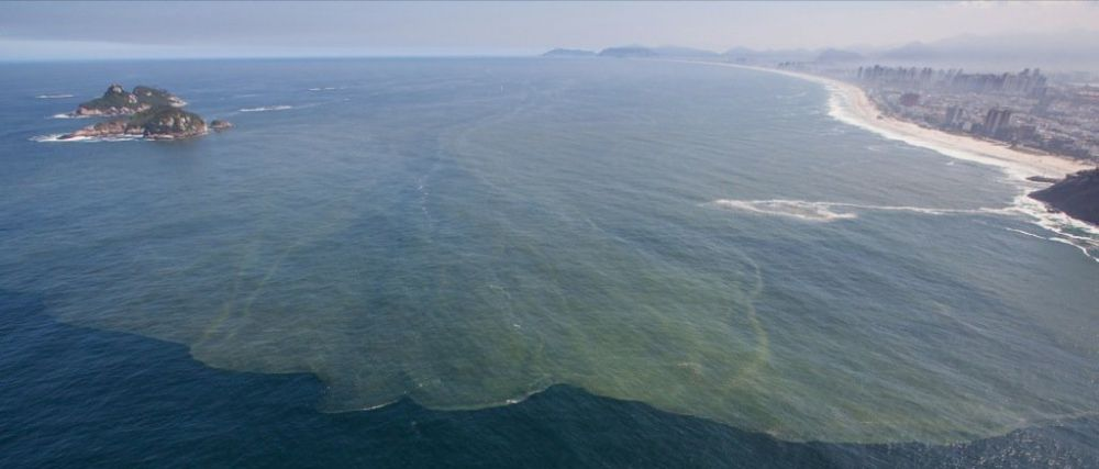 """""""In Rio, daca te duci la plaja, ajungi la canal!"""" Dezastrul din Rio inainte de Mondialul din Brazilia. Ce au gasit in apa"""