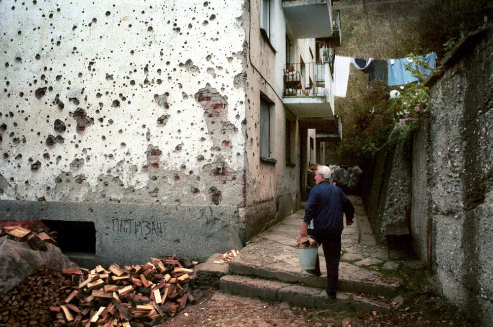 Imagine cu urmarile razboiului din Bosnia, la Srebrenica